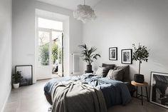 Bedroom decor, bedroom inspo grey, man home decor, light gray bedroom, me. Gray Bedroom, Bedroom Inspo, Home Decor Bedroom, Gray Bedding, Modern Bedroom, Bedding Sets, Trendy Bedroom, Bedroom Interiors, Linen Bedroom