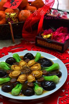 Violet's Kitchen ~♥紫羅蘭的爱心厨房♥~ : CNY Dishes #4 - 年年有余合家欢 | 鲍鱼香菇伴时蔬 Braised Abalone ... Chinese Soup Recipes, Authentic Chinese Recipes, Asian Recipes, Chinese New Year Dishes, Chinese New Year Cookies, Malaysian Cuisine, Malaysian Food, Chinese Mushrooms, Recipes