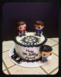 A fun Supernatural cake with Sam, Dean and Cas bobble heads :) Bolo Supernatural, Supernatural Birthday Cake, Supernatural Drawings, Pastry Art, Caking It Up, Sam Dean, Its My Bday, Ahs, Destiel