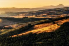 The magic light of val d'Orcia by Fabrizio Lunardi on 500px