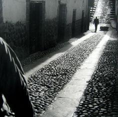 For Sale on - Encuentro, Cuzco, Peru, Silver Gelatin Print by Mario Algaze. Offered by PDNB Gallery. Bw Photography, Monochrome Photography, Street Photography, August Sander, Henri Cartier Bresson, Edward Weston, Robert Doisneau, Richard Avedon, Bolivia