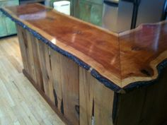 Wooden countertops – oh yeah! Wooden countertops – oh yeah! Pallet Countertop, Wooden Countertops, Live Edge Countertop, Wooden Kitchen, Rustic Kitchen, Wood Pallet Wine Rack, White Wood Table, Wood Bar Top, Live Edge Wood