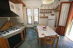Villa Bianca: Ferienhaus in Syrakus Isola - Blick in die Essküche - www.sicilia-ferien.de