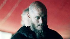 Find images and videos about gif, history and tv series on We Heart It - the app to get lost in what you love. Vikings Tv Show, Vikings Season 4, Vikings Tv Series, Ragnar Lothbrok Vikings, Lagertha, Travis Fimmel, Viking Pictures, Vikings, Fashion Clothes