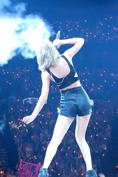 Taylor performing I Knew You Were Trouble during the 1989 World Tour in Montreal 7.7.15