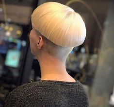 bowl 16 Bowl Haircuts, Great Haircuts, Medium Hair Styles, Curly Hair Styles, Short Styles, Brunette Pixie, Mushroom Hair, Bob Haircut For Fine Hair, Messy Bob Hairstyles