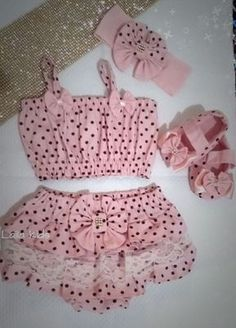 produto de otmo acabamento tecido 100% algodao . Baby Girl Skirts, Baby Girl Party Dresses, Baby Girl Romper, Little Girl Dresses, Baby Girl Fashion, Kids Fashion, Trendy Baby Boy Clothes, Baby Dress Patterns, Kids Frocks