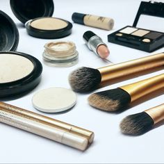 Resultado de imagem para makeup flatlay