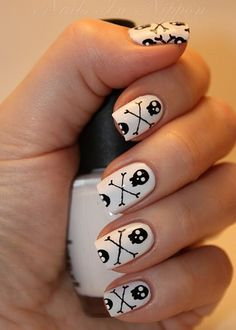 Skulls and Bones halloween nail art