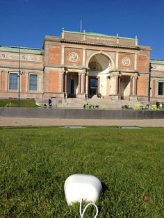 The National Gallery of Denmark was an interesting place to visit. Before I went inside to please my artistic side, I chilled outside on the grass. I've gotta admit that grass tickles me quite a lot. #cute