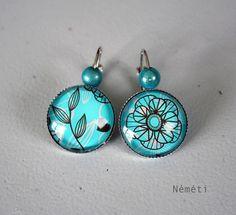 Boucles d'oreilles cabochon nature fleur et feuilles marron fond bleu turquoise - perles magiques