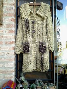 This Pin was discovered by Son Crochet Coat, Crochet Jacket, Crochet Cardigan, Love Crochet, Crochet Clothes, Knit Fashion, Boho Fashion, Freeform Crochet, Coat Patterns