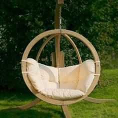 Awesome h ngesessel mit gestell aus holz wei e sitz
