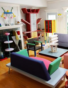 A room for Memphis. The Memphis Group was an Italian design and architecture group started by Ettore Sottsass that designed Post Modern furniture, fabrics, ceramics, glass and metal objects from Design Retro, 1980s Design, Modern Design, 1980s Interior, Home Interior, 80s Interior Design, Interior Architecture, Memphis Design, Ideas Fuertes