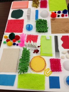 Voelen This texture board offers interesting tactile exploration for children who are blind or visually impaired, including those with additional disabilities. Baby Sensory Play, Sensory Wall, Autism Sensory, Sensory Toys, Baby Play, Sensory Games, Diy Montessori, Montessori Activities, Infant Activities