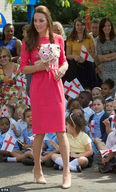 Queens & Princesses - Catherine visited the Blessed Sacrament School in Islington, north London to see the progress of the project M-Pact Plus that helps students who are facing problems of addiction in their family.