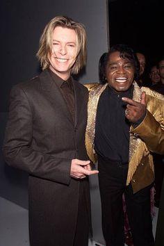 David Bowie & James Brown at Madison Square Garden in New York City, 2000 ★ James Brown, David Bowie, Bowie Starman, The Thin White Duke, Famous Couples, Rock Legends, Motown, Vogue Fashion, David Jones