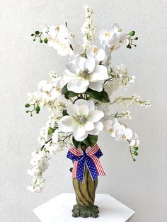 White magnolia, phalaenopsis, and white blossom with patriotic now. Fake Flowers, Diy Flowers, Spring Flowers, Flowers Nature, Spring Flower Arrangements, Floral Centerpieces, Spring Design, Patriotic Decorations, Floral Design