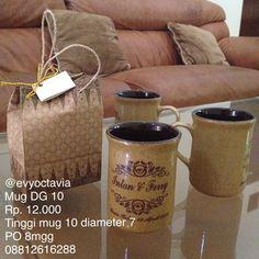 Souvenir Mug DG 10, dengan sablon dan kemasan Paperbag (Motif sablon dan Motif paperbag bisa request)❤️❤️❤️ Proses Produksi 8mgg , warna luar dan warna dalam mug bisa pesan  Rp. 12.000  WA 0881 261 6288  LINE evysouvenir  BBM 7652C036