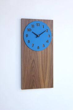retro modern walnut wall clock por uncommon en Etsy