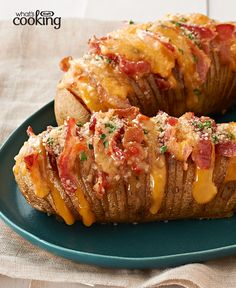 Cheesy Bacon Hasselback Potatoes – These spuds always look great on a plate. This cheesy version—made with OSCAR MAYER Bacon, cheddar cheese and fresh chives—is sure to be a new favorite. If you're lo (Cheddar Cheese Plate) Best Dinner Recipes, Great Recipes, Favorite Recipes, Potato Dishes, Potato Recipes, Hasselback Potatoes, Love Food, Food To Make, Sandwiches