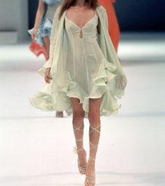 Look Fashion, 90s Fashion, Couture Fashion, Runway Fashion, Vintage Fashion, Fashion Outfits, Fashion Design, High Fashion Style, High Fashion Dresses