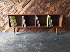 Mid Century Style Record armoire bahut par TheHuntVintageLA sur Etsy