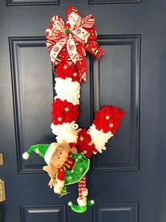 Christmas Swags, Christmas Makes, Christmas Elf, Holiday Wreaths, Christmas Crafts, Christmas Decorations, Christmas Ideas, Candy Cane Wreath, Candy Canes