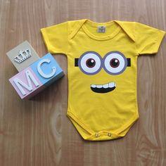 Body Minions 2 no Minion Shirts, Cute Babies Photography, Onesie Dress, Baby Kids, Baby Boy, Cute Coffee Mugs, T Shirt Diy, Baby Bodysuit, Boy Or Girl