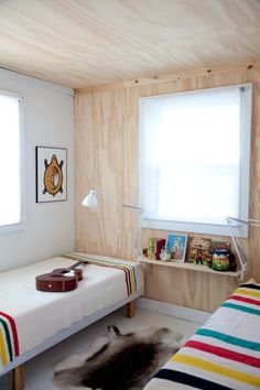 AT-mjolk-cottage-plywood-guest-bedroom-wall http://stylecarrot.com/2012/10/23/montage-57-rooms-with-plywood-walls-ceilings-floors/