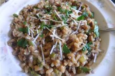 Jamie's Asparagus & Mushroom risotto with Fresh Parsley & Lemon. Porcini and button mushrooms, onion, garlic, celery, asparagus, stock concentrate, Italian parsley, white wine, Parmesan cheese, lemon, and risotto rice are combined into one delicious meal. Save $40 off first box with code 9E93XP. #hellofreshpics