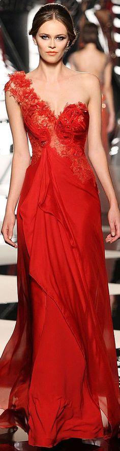 Nada como un vestido rojo  Valentino.
