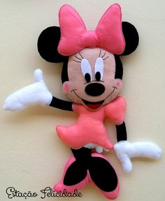 Mickey e Minnie Arte Do Mickey Mouse, Minnie Mouse Toys, Diy Handmade Toys, Handmade Baby, Mickey Christmas, Felt Christmas, Disney Diy, Disney Crafts, Disney Felt Ornaments