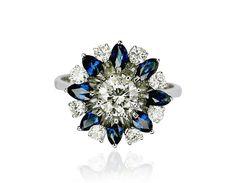 Passionsfrucht... Verheißungsvolle Blüte! Ein Ring, auf den keine Frau zweimal blicken muss, um ihn begehrenswert zu finden. Eine Blume die Ihren Finger ziert.  Die Mitte schmückt ein Diamant mit 0,838 ct. Dieser wird abwechselnd von 1 Diamanten und 1 Saphir im Navetteschliff eingerahmt. Insgesamt 8 Diamanten 0,583 ct und 8 Saphire 0,709 ct schmücken diesen schönen Ring.#Diamant #vintage #ring #schmuck http://schmuck-boerse.com/ring/46/detail.htm @schmuck_boerse