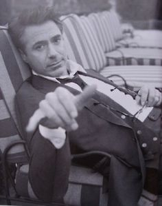 Robert Downey Jr. has a Cary Grant vibe goin' on here.