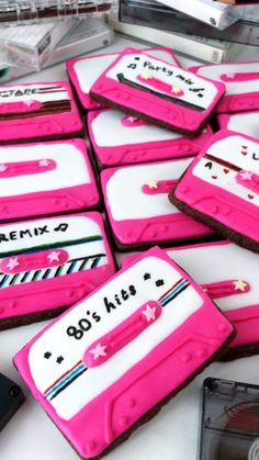 theme party decorations These Cassette Tape Cookies are full of rich chocolate flavour and are decorated with royal icing. They are fun to decorate and are great for themed parties. You can decorate them with so many different designs. 40th Party Ideas, 40th Bday Ideas, 30th Birthday Ideas For Women, 80s Birthday Parties, 14th Birthday, Birthday Party Themes, Music Themed Parties, 80s Party Foods, Party Food Themes