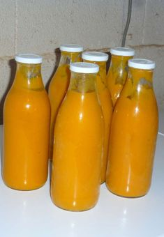 Cream of zucchini and canned carrots - Chez Vanda - Audrey Ryckman New Cooking, Batch Cooking, Autumn Cooking, Best Crockpot Recipes, Healthy Recipes, Canned Carrots, Mexican Soup Recipes, Hot Sauce Bottles, Zucchini