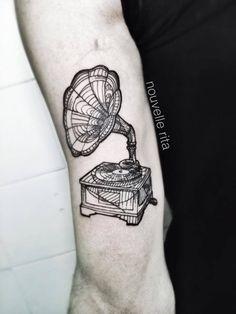 Nouvelle Rita, tattoo artist (10)