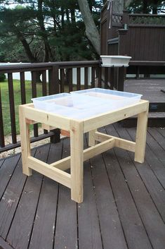 Looking to make your own DIY sand and water table? This DIY water sensory table is the perfect idea for preschoolers and kindergarteners. Water Table Diy, Water Tables, Sand Table, Sand And Water Table, Diy Outdoor Wood Projects, Diy Projects, Shade Sail Installation, Build A Picnic Table, Diy Screen Door