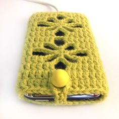 iPhone / iPod touch Crochetted Cozy Cover - lemongrass green
