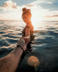 Ardilla * couple goals sunset * / * photos in suns Summer Couples, Couples Vacation, Couple Beach Pictures, Vacation Pictures, Beach Photos Couples, Couple On The Beach, Tumblr Beach Pictures, Beach Pics, Couple Fotos