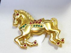 VINTAGE NAPIER CAROUSEL HORSE WITH RED AND GREEN RHINESTONE ACCENTS PIN BROOCH.