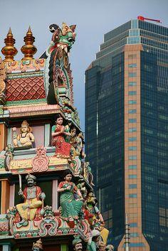 Sri Mammian Temple - Singapores oldest Hindu temple before a modern skyscraper
