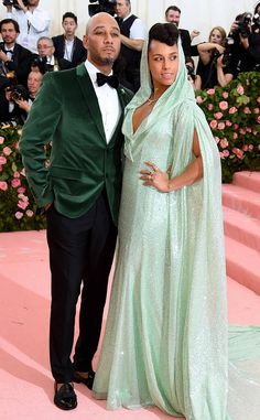 Swizz Beatz & Alicia Keys from 2019 Met Gala: Red Carpet Couples A springtime look! Swizz and Alicia don green numbers for the fashionable bash. Alicia Keys Style, Celebrity Couples, Celebrity Style, Swizz Beatz, Met Gala Red Carpet, Famous Couples, Fashion Couple, Red Carpet Looks, Celebs