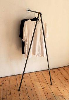 Lækkert tøjstativ i sort vand rør. Købes her: http://raw58.dk/produkt/raw58-tojstativ/