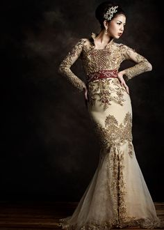 While many brides who choose a wedding dress designer collections with world famous, but there are some who prefer a traditional wedding . Indonesian Kebaya, Indonesian Wedding, Kebaya Lace, Kebaya Dress, Traditional Wedding Dresses, Traditional Outfits, Modern Kebaya, Kebaya Wedding, Kebaya Muslim