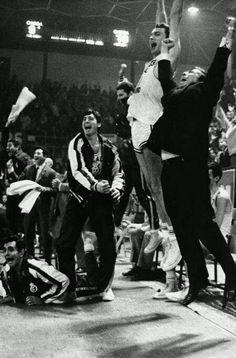 Fotos históricas.El RMB conquistó su 3ªCopa de Europa ante el Simmenthal de Milán.Imagen:El salto de Ferrandiz y Luyk