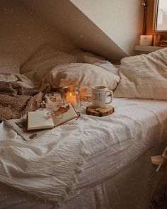 Cozy Aesthetic, Autumn Aesthetic, Aesthetic Bedroom, Aesthetic Girl, Fall Bedroom, Bedroom Decor, Autumn Inspiration, Room Inspiration, Autumn Room