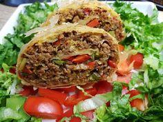 Ρολό με κιμά και λαχανικά με φύλλο κρουστας !!! ~ ΜΑΓΕΙΡΙΚΗ ΚΑΙ ΣΥΝΤΑΓΕΣ 2 Meatloaf, Tacos, Food And Drink, Pizza, Beef, Ethnic Recipes, Meat, Steak