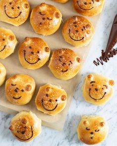 Sig hej til byens sødeste bjørneboller Baby Massage, Happy B Day, Baby Feeding, Creative Food, Kids And Parenting, Diy For Kids, Kids Meals, Bakery, Muffin